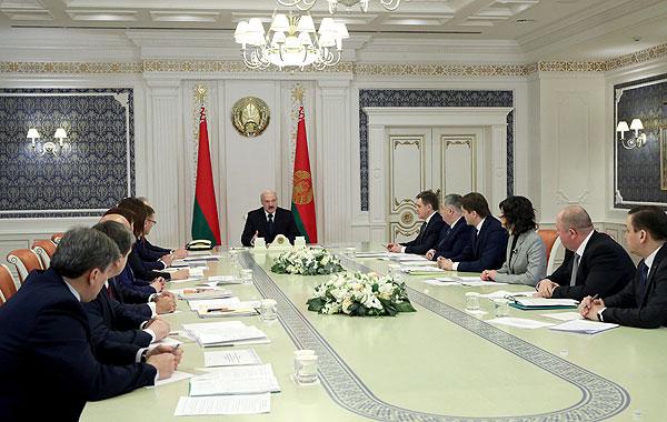 Тема недели. Лукашенко: нужно честно и объективно говорить с людьми на понятном языке