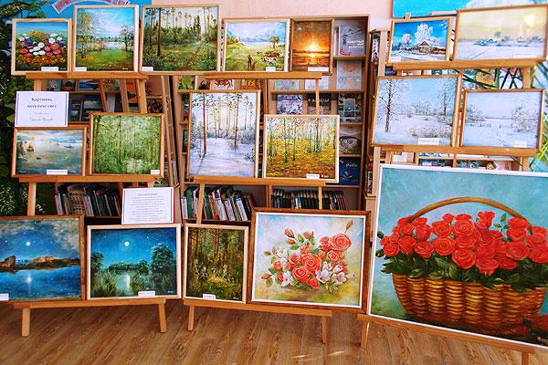 Выставка картин Вячеслава Нестерова развёрнута в библиотеке в Коханово