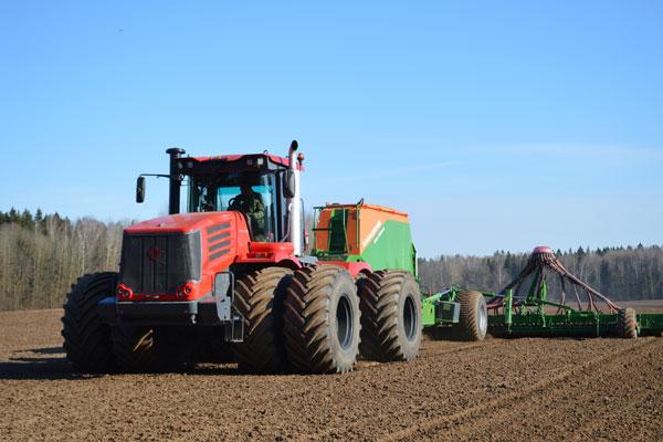 Весенне-полевые работы идут на полях Толочинского консервного завода