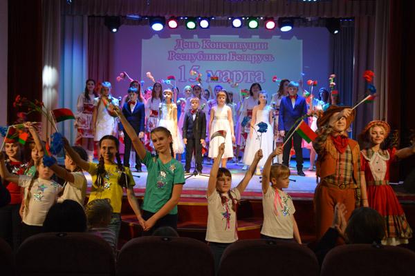 С любовью к Беларуси. В Толочине состоялся концерт, посвящённый Дню Конституции