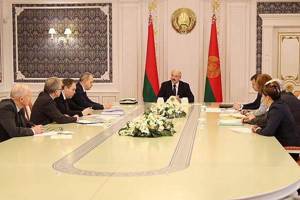 Тема недели: Лукашенко провел совещание по эпидемиологической ситуации в Беларуси