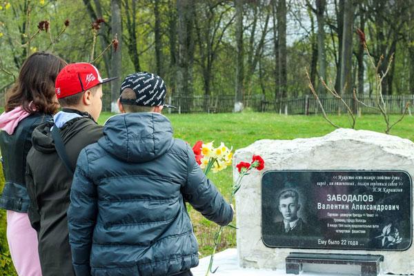 Толочинская молодёжь присоединилась к эстафете памяти «Беларусь помнит. Помним каждого»