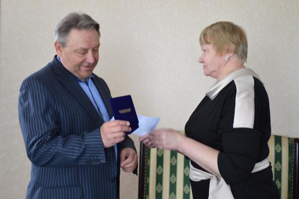 Заслуги директора Толочинского консервного завода отмечены медалью профсоюза АПК