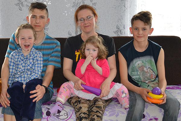 Самое главное богатство семьи Богдан — четыре сыночка и лапочка дочка