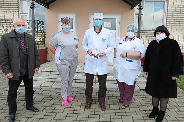 Депутаты Толочинского района оказали помощь медикам