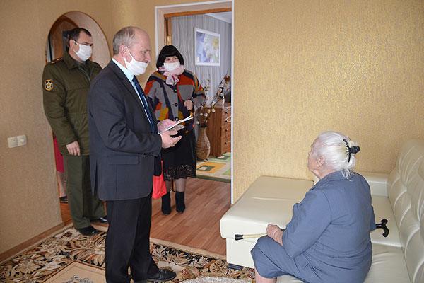 Ветеранам в Толочинском районе вручили юбилейные медали