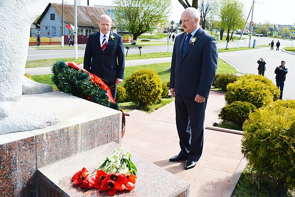 Беларусь помнит. Помнит каждого: в Толочинском районе отметили юбилей Победы (+фото)