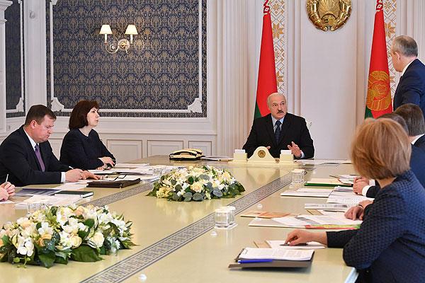 Тема недели: мероприятия ко Дню Победы и эпидситуацию обсудили на совещании у Лукашенко