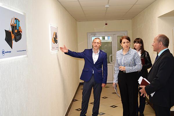 Встреча с коллективом: руководитель Толочинского района посетил ОАО «Амкодор-КЭЗ»