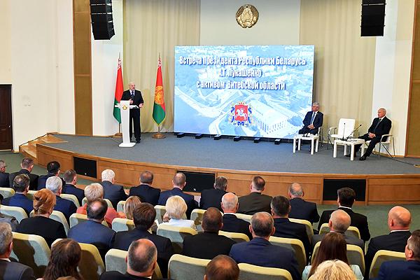 Дисциплина и стабильность — основа развития: Александр Лукашенко встретился с активом Витебской области