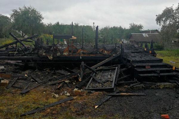 В деревне Пиамонт Толочинского района огнём уничтожен дом