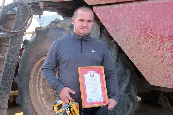 Мастер производственного обучения Кохановского лицея намолотил более тысячи тонн зерна