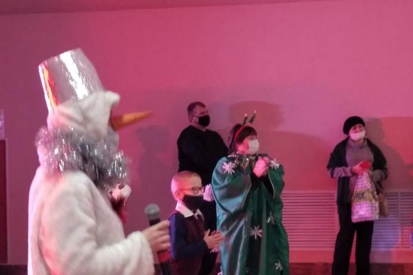 Благотворительный новогодний утренник прошёл в Толочине (+фото)