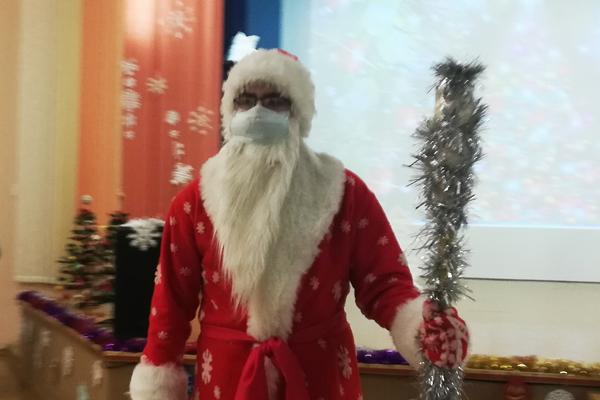 Дед Мороз поздравил ребят из Толочинского районного центра детей и молодёжи с наступающими праздниками
