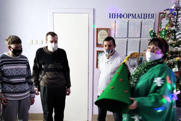 В отделении дневного пребывания для инвалидов в Толочине прошёл праздник «Дед Мороз и все-все-все»