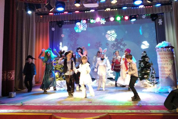 Спектакль «Новогодняя путаница» представили воспитанники Толочинской детской школы искусств (+видео)