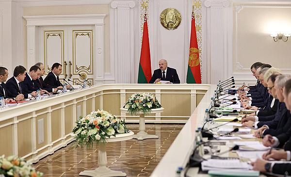 Тема недели: Лукашенко провел совещание по работе экономики в 2020 году