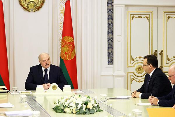 Тема недели: Лукашенко провел совещание по вопросам разработки вакцин