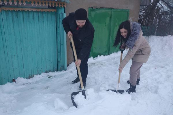 Толочинские волонтёры БРСМ присоединились к челленджу «Уберём снег вместе»