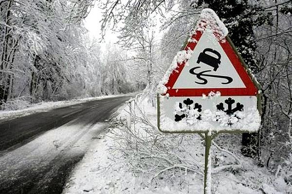 Безопасность за рулём: основные правила вождения в условиях снега и гололёда