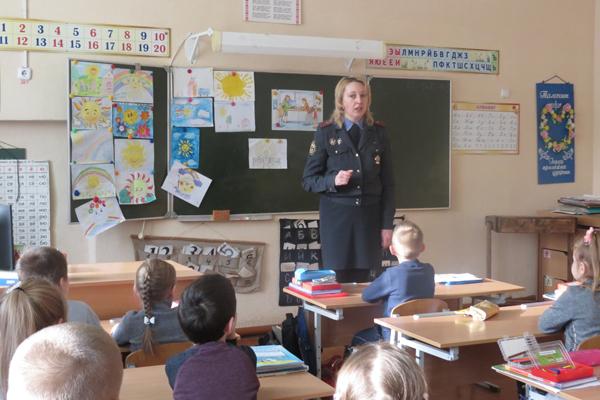Инспектор ГАИ провела урок безопасности у первоклассников средней школы №1 Толочина