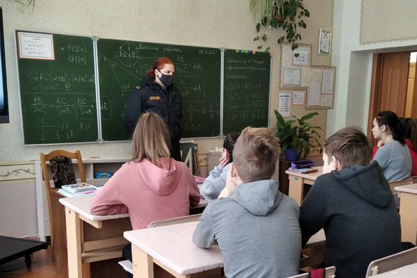 Инспектор ИДН в Жукневской школе рассказала школьникам о безопасности на железной дороге