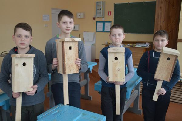 Толочинские школьники помогают природе