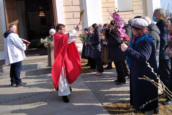 Католики Толочина встретили Вербное воскресенье (+фото)