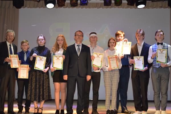 Чествование школьников района состоялось в Толочине