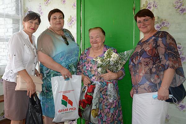 Цветы и подарки Валентине Мишкорудной