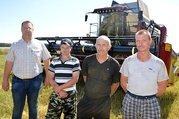 Хозяйства Толочинского района приступили к обмолоту озимой сурепицы