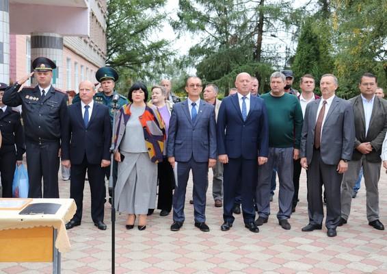 На линейке в Кохановской СШ им. И. П. Кожара было немало почётных и интересных гостей (+фото)